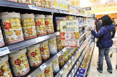 国内大多数奶粉原料使用海外奶源,实施可追溯难度比较大,但新规将解决该问题